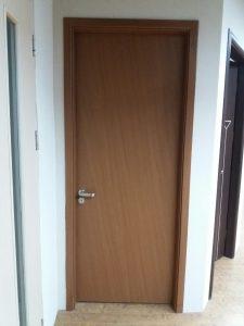 Lắp đặt cửa gỗ Huge tại công trình anh Nghị Cự Khôi Long Biên